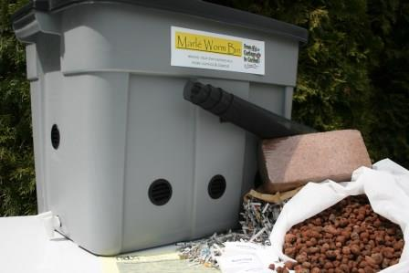 composting-worm-bin-with-worms.jpg